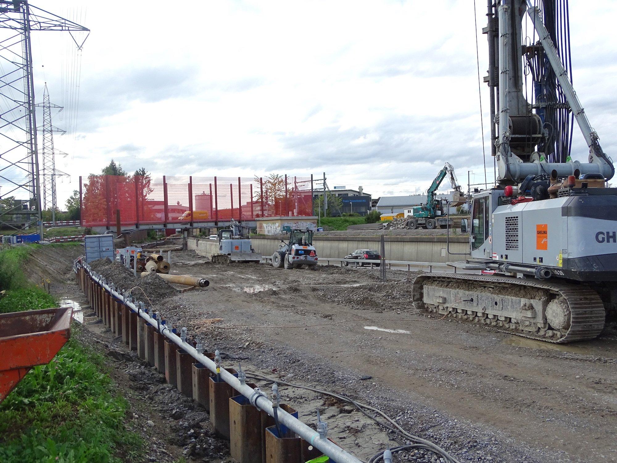 Hier wird gepfählt: Der Bau der Zufahrt von der Autobahn auf die Tangente wird noch einige Zeit dauern.