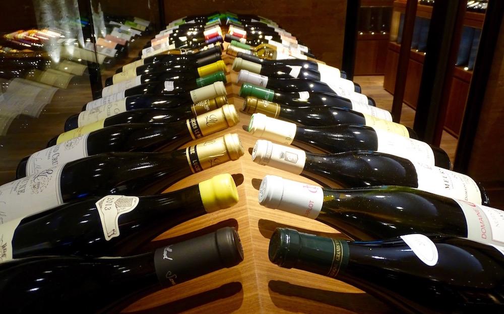 Im Weinkeller kann sich jeder Gast seinen Wunsch-Wein aussuchen.