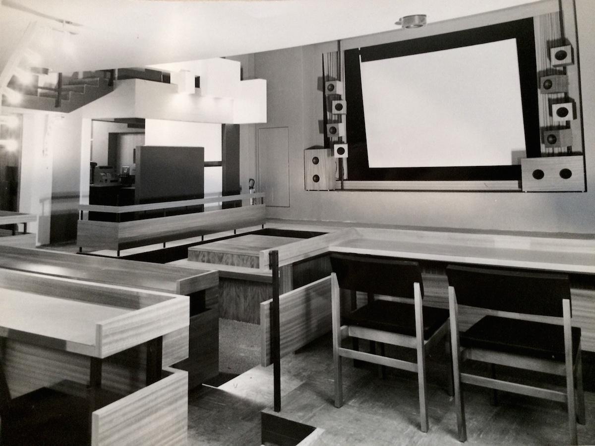 Das Tele-Café am Bundesplatz. Ein Ort für all die Luzerner ohne eigenen Fernseher.