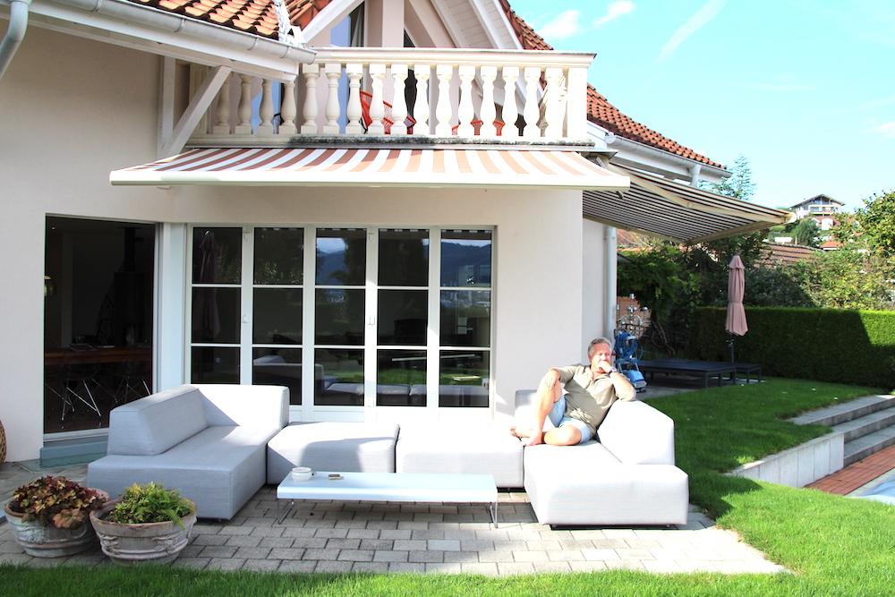 Hier auf der Terrasse seines Hauses in Baar entspannt sich Felix Franz am Wochenende von der Arbeit im Restaurant.
