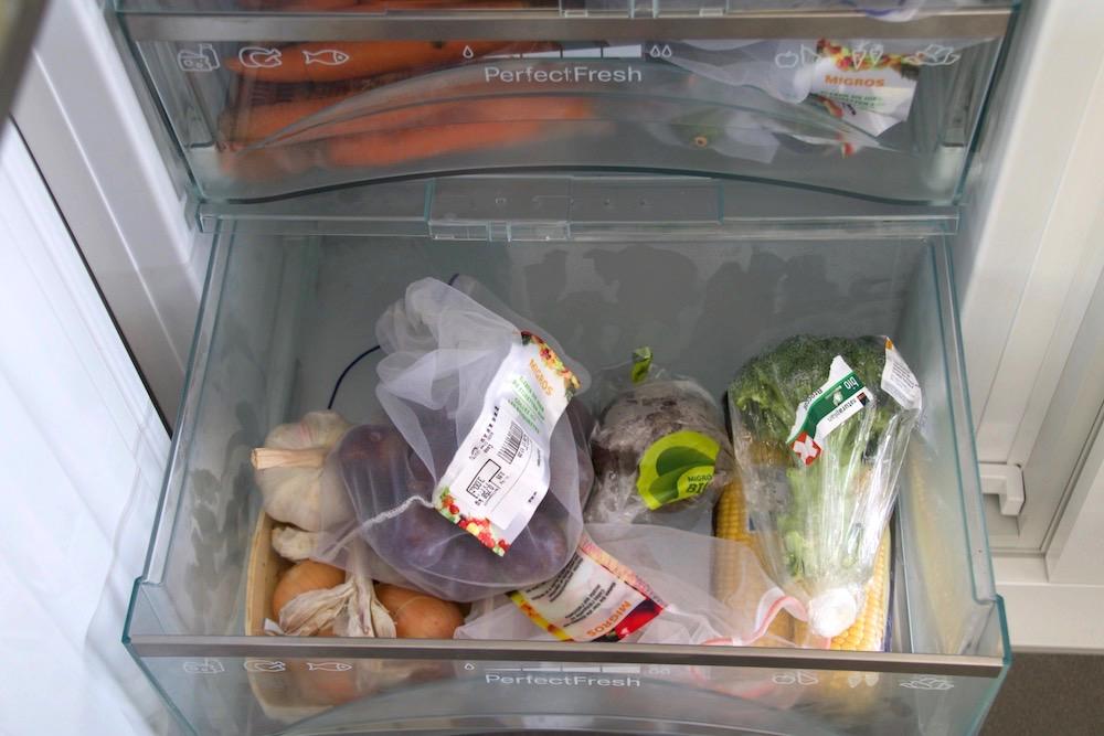 Ein Muss: Ohne die wiederverwendbaren Gemüse-Säckli geht's nicht zum Einkaufen.