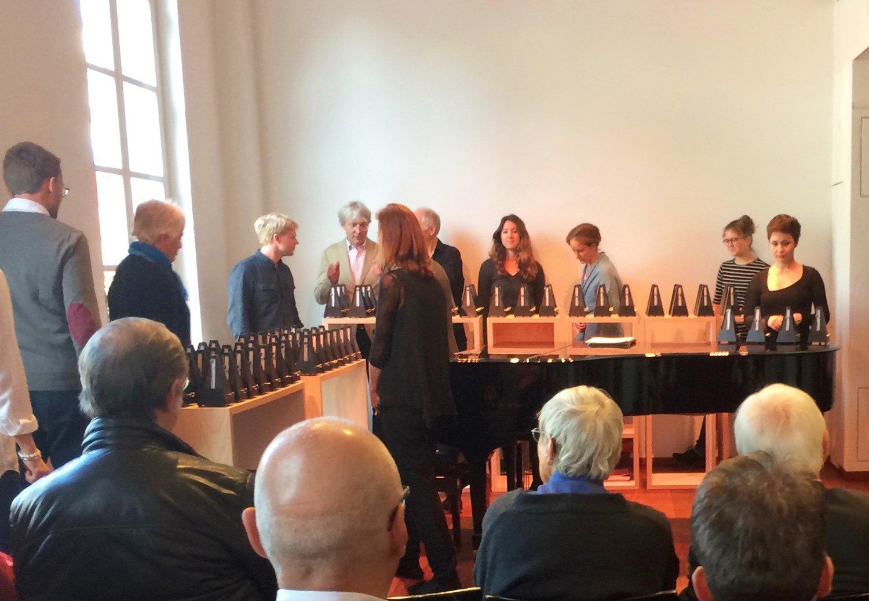 Eingestellt wurden die Metronome von Leuten aus dem Publikum.