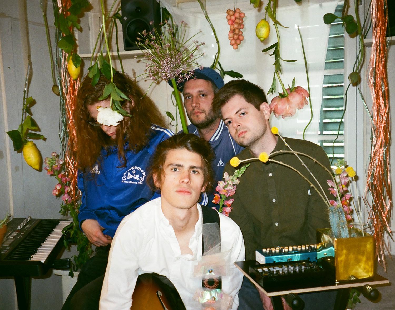 Sie sind Alois: Martin Schenker (vorne), Pascal Eugster (links), Lukas Weber (hinten Mitte) und Florian Schneider.