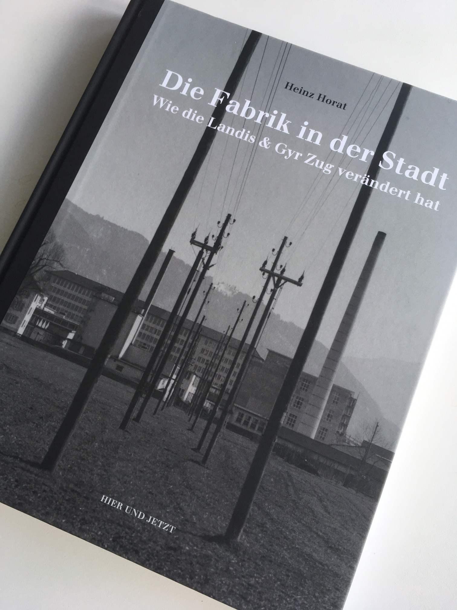 Das Buch «Die Fabrik in der Stadt». Herausgeber sind der Vereins Industriepfad Lorze und der Verlag Hier und Jetzt.