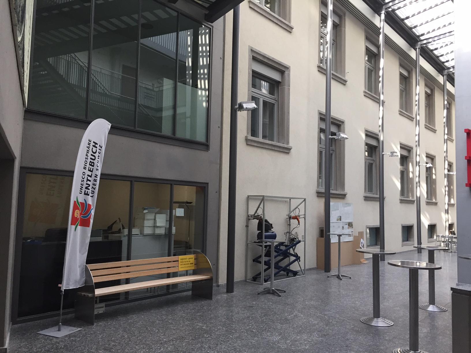 Das Entlebucher Bänkli wurde mittlerweile in den ersten Stock der Stadtverwaltung verbannt.