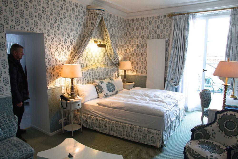 Neugierige Blicke in ein Gütsch-Hotelzimmer.