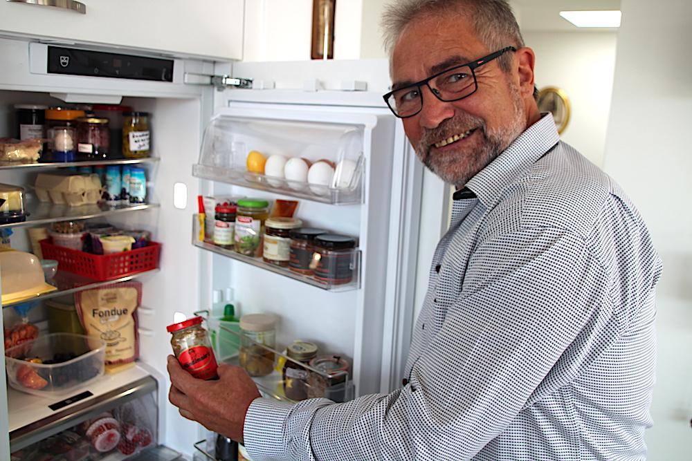 Auch süssen Senf hat Paul Langenegger in seinem Kühlschrank.
