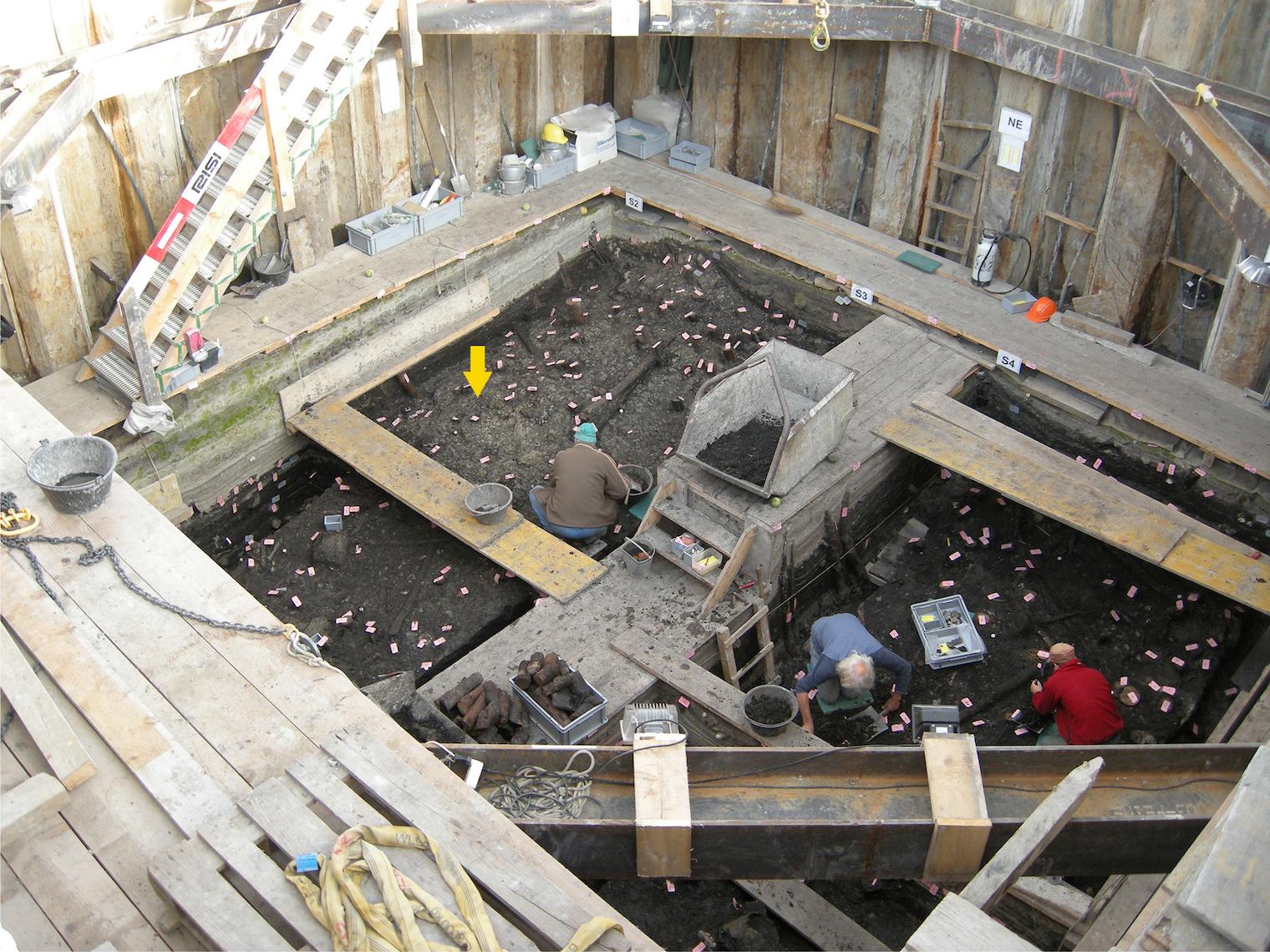 Ausgrabungen: Blick in den Spundwandkasten.