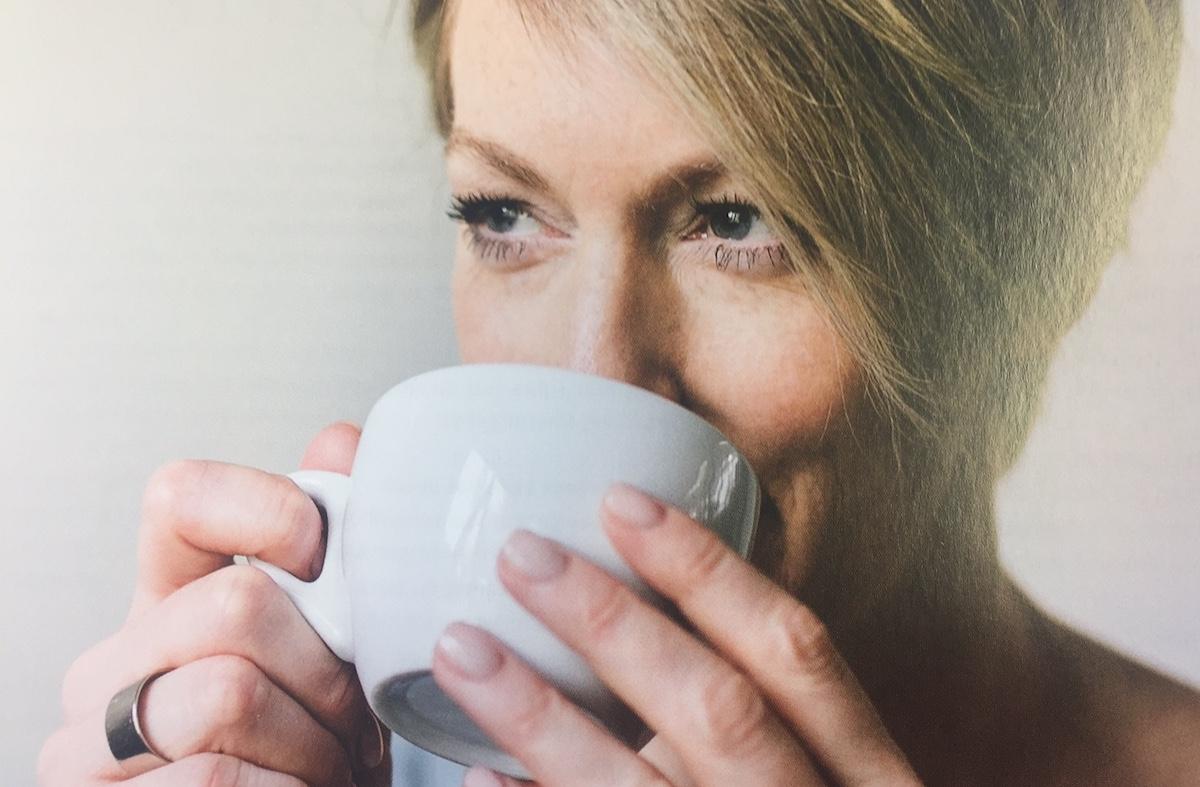 Genuss soll einfach sein: Therese Moser-Ronning riecht und schmeckt und trinkt – und schreibt dann darüber.