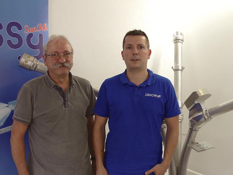 Bruno Koch (links), gelernter Techniker Maschinenbau, ist zuständig für die technischen Belange und der Konstrukteur des Unternehmens. Sein Sohn Mario Koch, Betriebswirtschaftler, kümmert sich sowohl um den Einkauf als auch um die Produktionsleitung und ist zuständig für die Qualitätskontrolle.