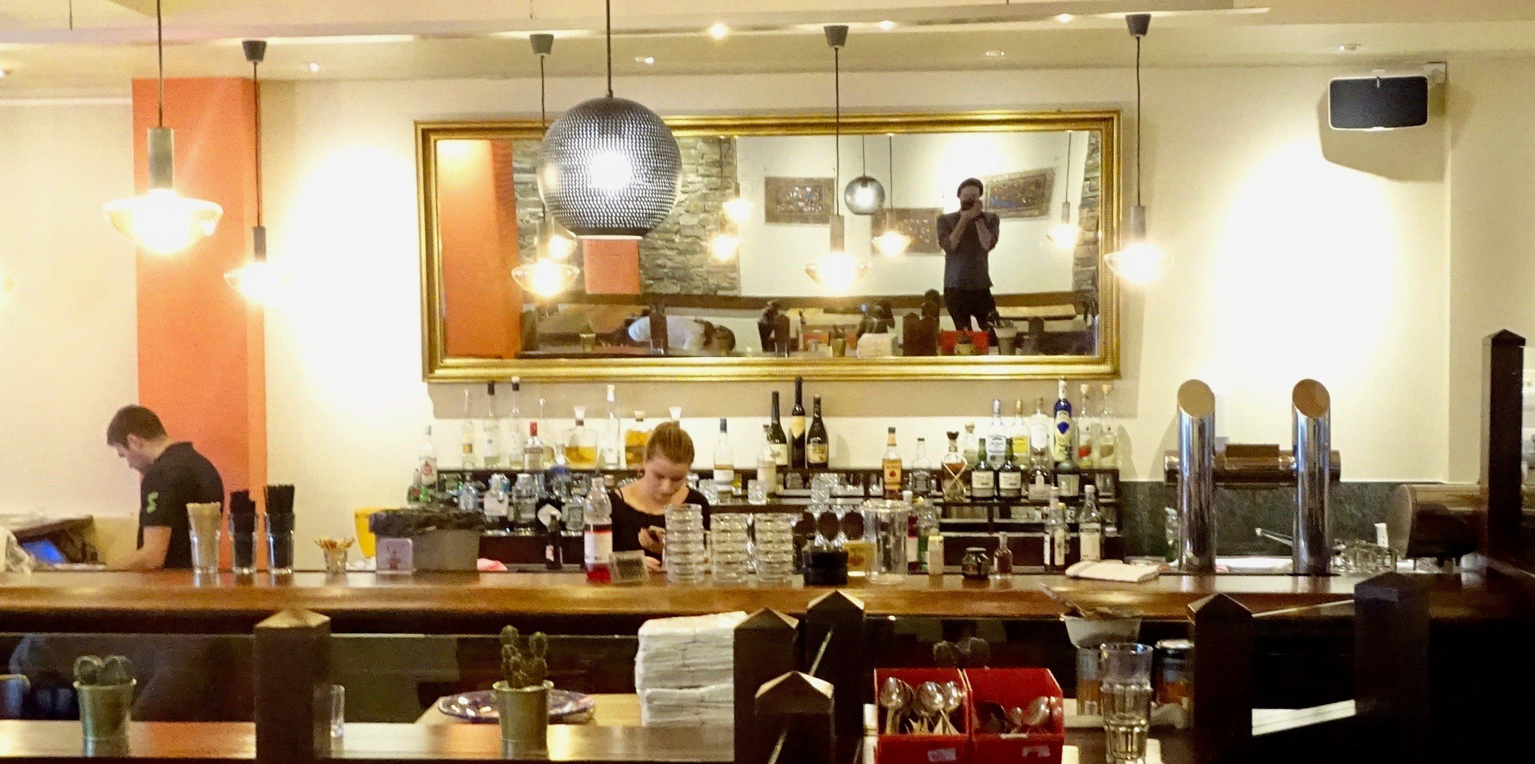 An der Bar gibt's neue Cocktail-Kreationen.