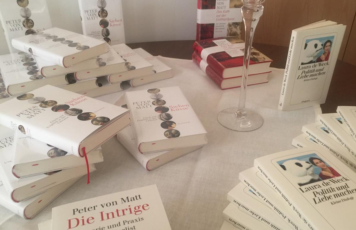 Produkte der Kunst des Schreibens: Werke von Peter von Matt und seiner Interviewerin Laura de Weck.