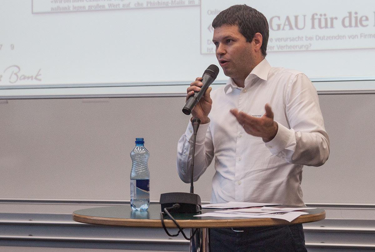 Raphael Krütli von der Luzerner Kantonalbank sprach zur Sicherheit im Netz.