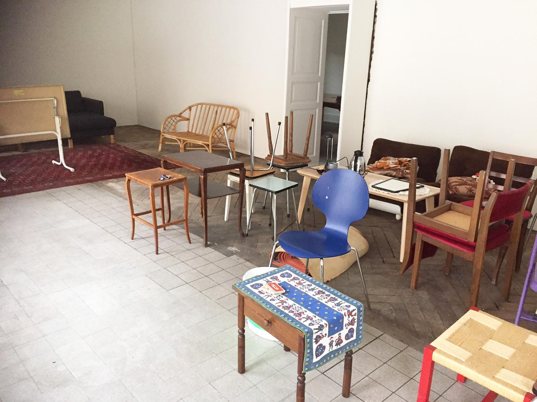 Nach einem Aufruf waren die nötigen Möbel innert Rekordzeit zusammen.