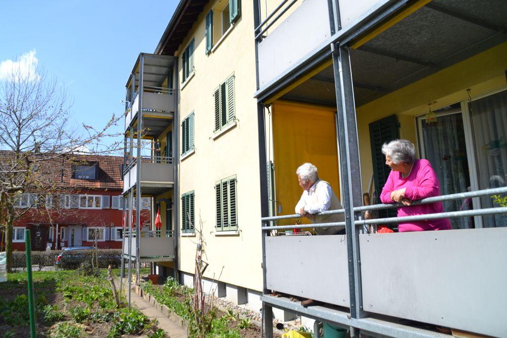 Die Wohnungen in der Gartenstadt seien nicht mehr «zeitgemäss», findet der Zuger Stadtrat. Auf dem Foto eine der Liegenschaften an der Aabachstrasse. Die Bewohner fühlen sich glücklich in den günstigen, hellen Wohnungen.