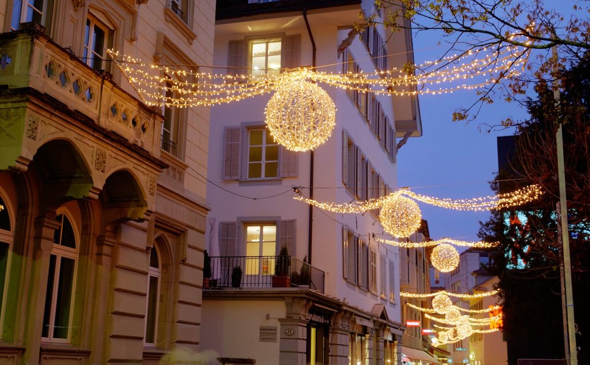 Die Luzerner Weihnachtsbeleuchtung wie hier in der Hertensteinstrasse sorgt für Diskussionen.
