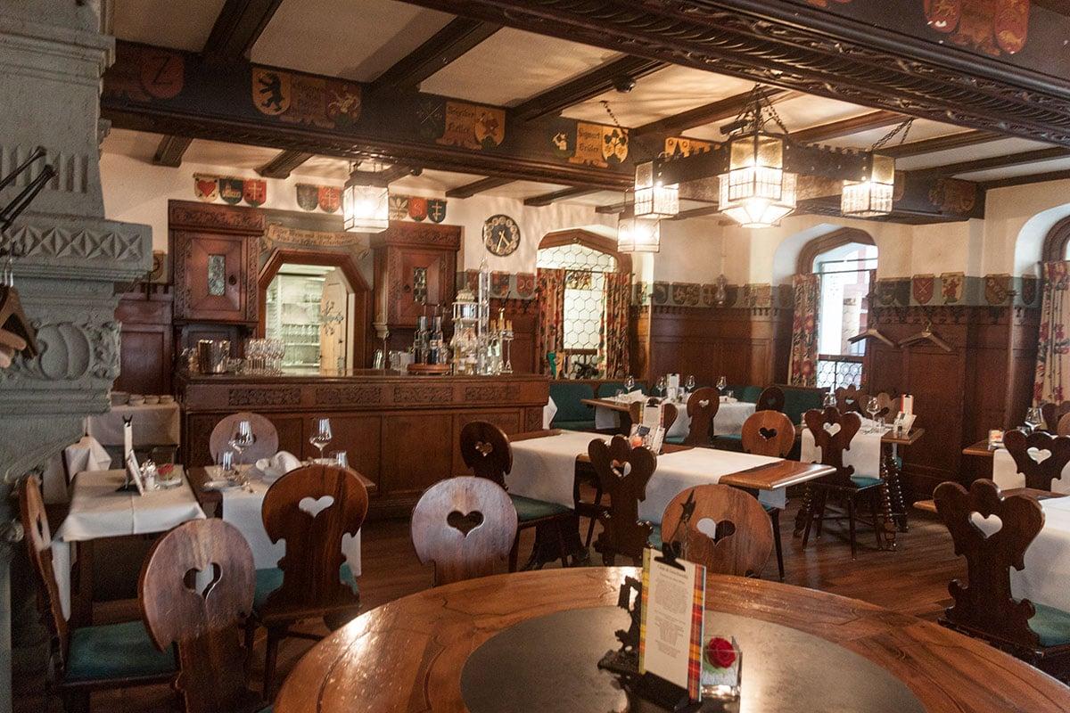 In der früheren Pinte nahm alles seinen Anfang: Die Burgerstube im neugotischen Stil.