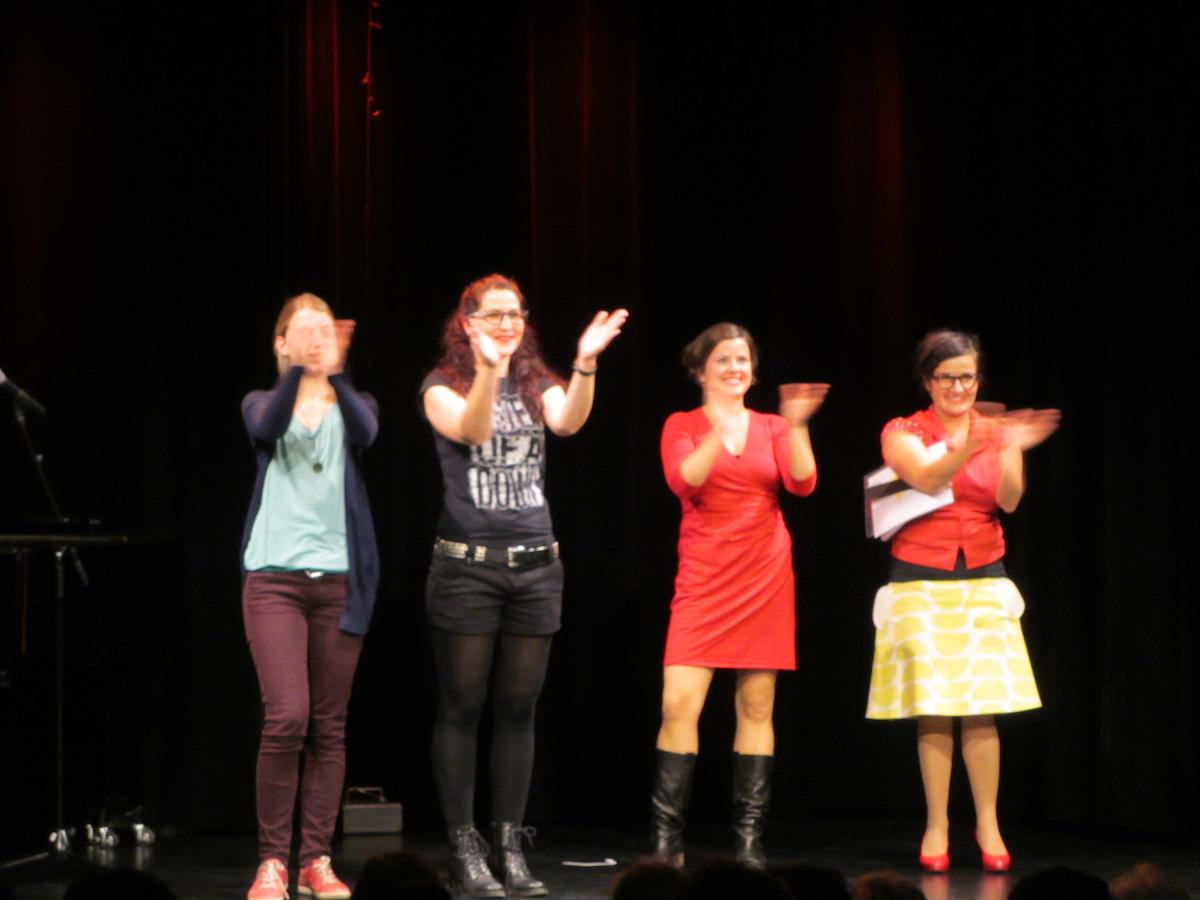 Die vier Frauen ernten viel Applaus (v.l. Lillemor Kausch, Melanie Baumann, Lisa Brunner, Anet Corti).