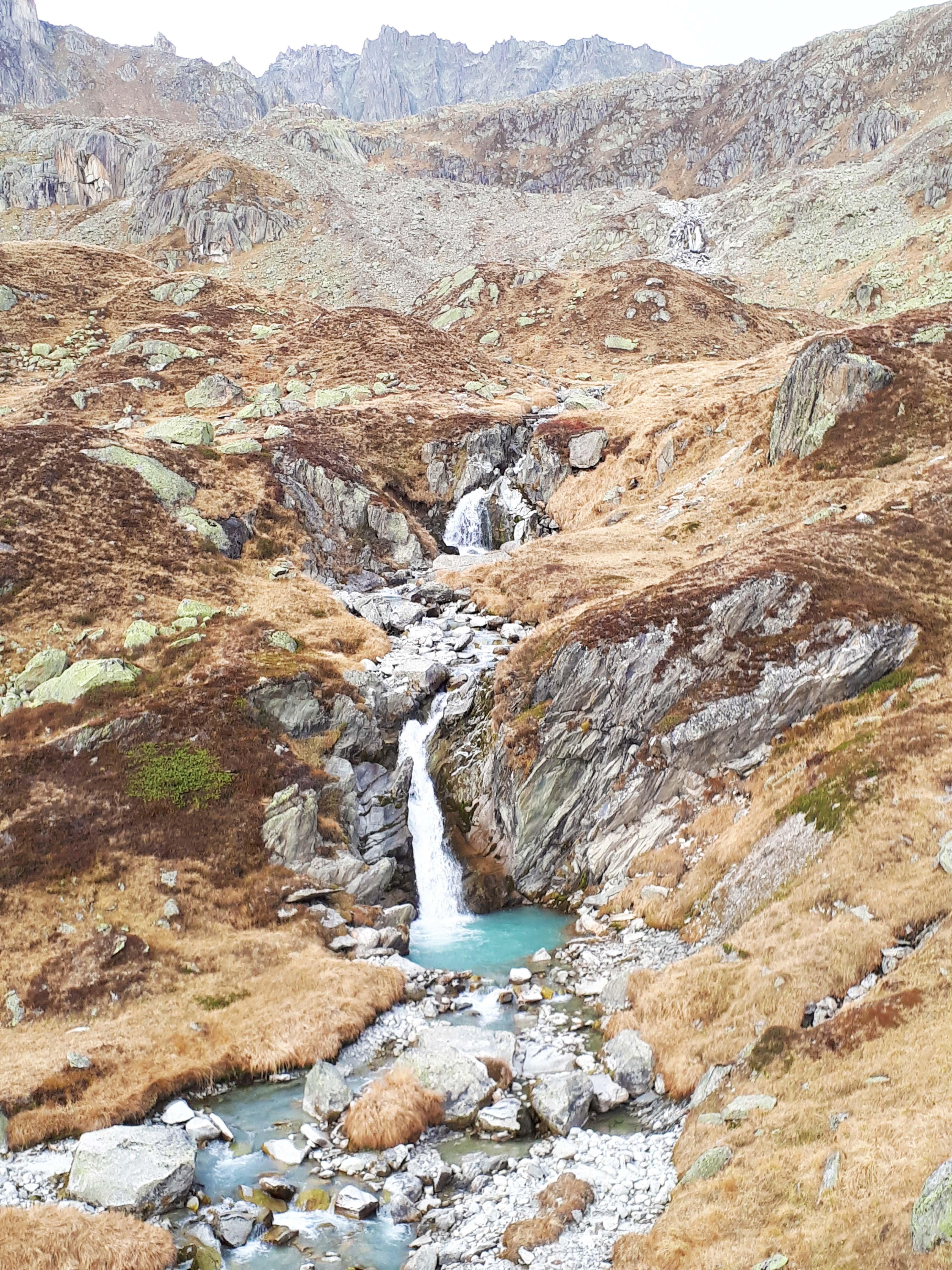 Der Abstieg entlang des Älpetlistockbachs führt durch eine wunderschöne Landschaft.