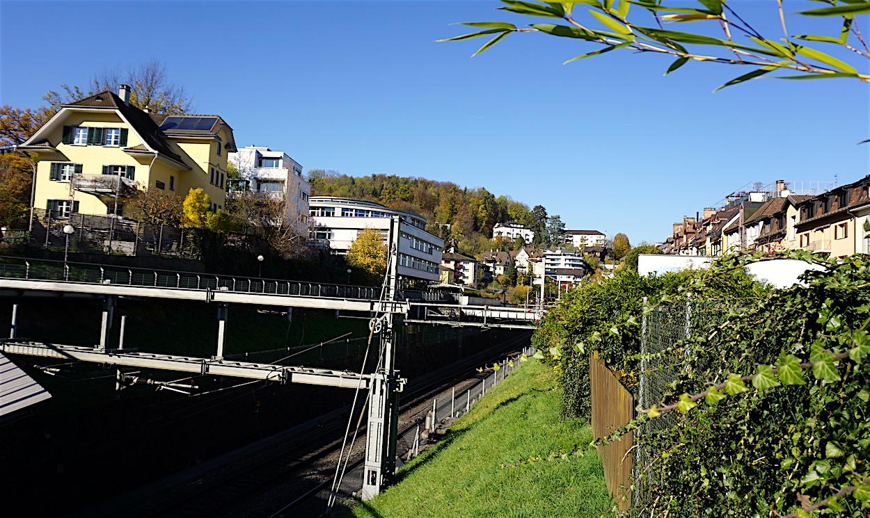 Bald grüner? Der Abschnitt zwischen der Säli- und der Klosterstrasse wird vom Bahngleis zerschnitten.