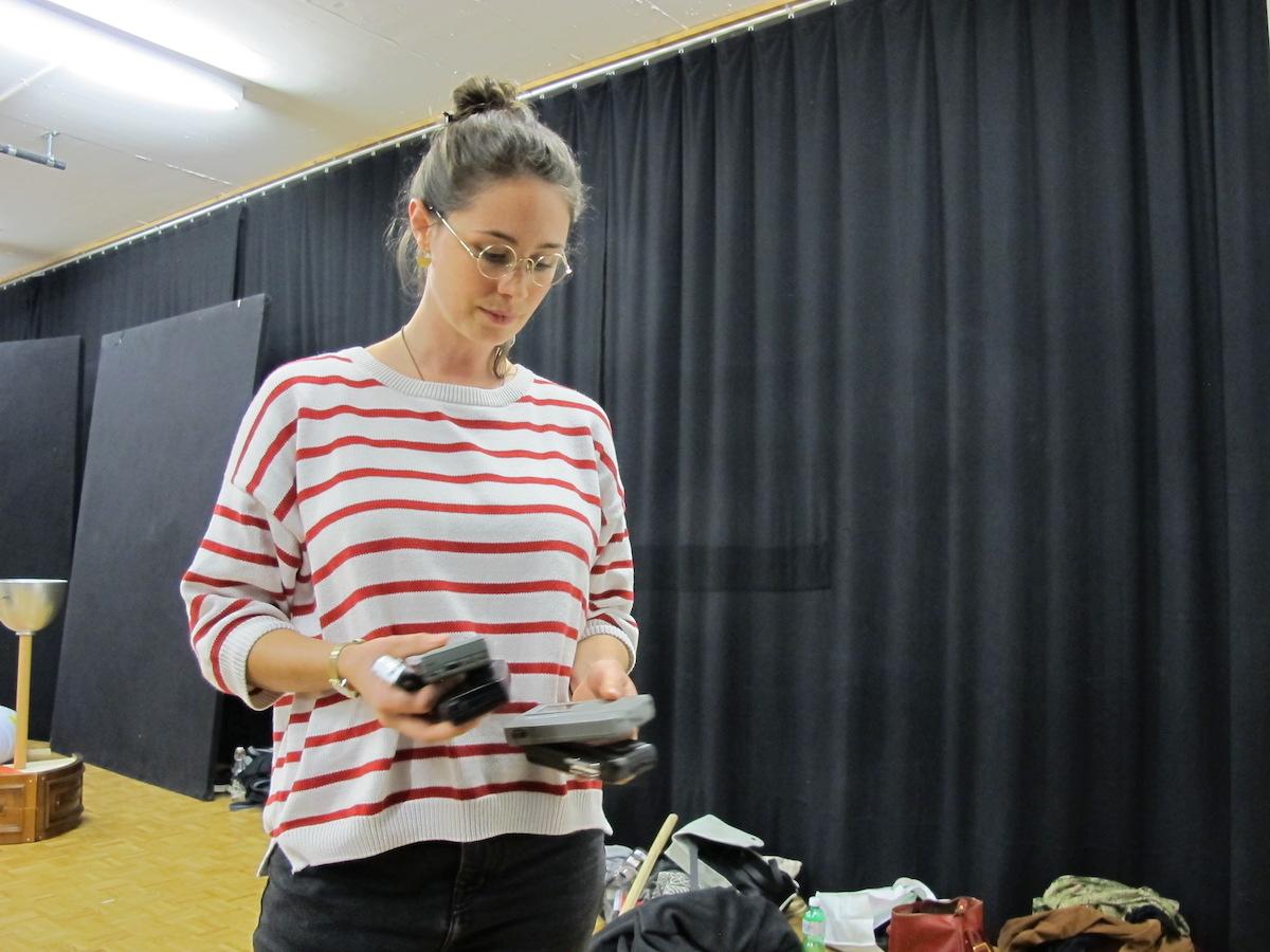 Regisseurin Nina Halpern während einer Probe.