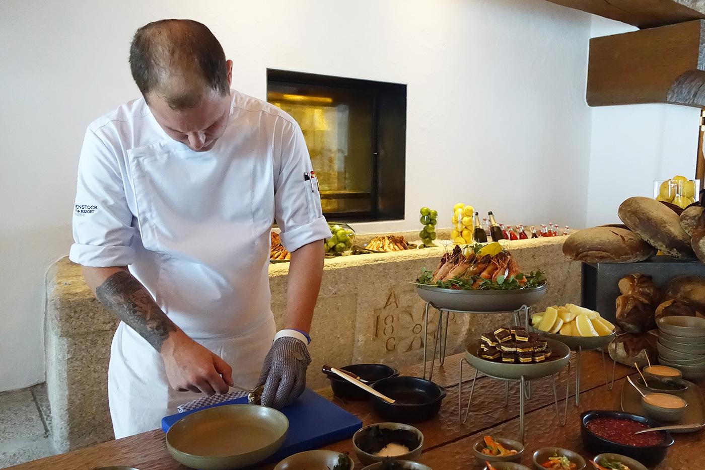 Im «Oak Grill & Pool Patio» werden Austern zubereitet.