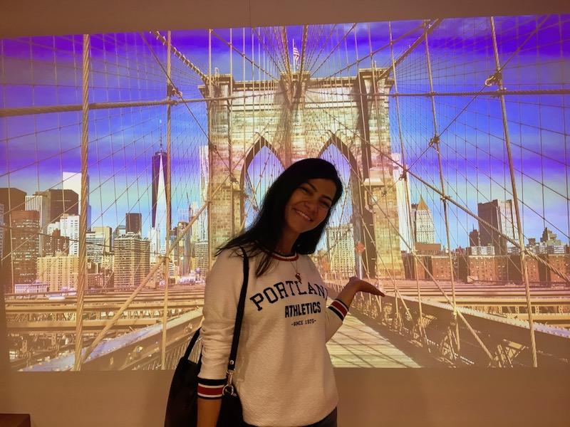 Leserin Hatice Avci auf der Brooklyn Bridge.