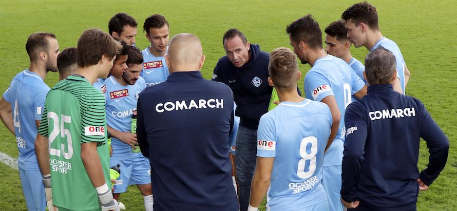 Trainer «Roli» Widmer (Bildmitte) hat Zug 94 wieder in der ersten Liga in die Erfolgsspur zurückgebracht.