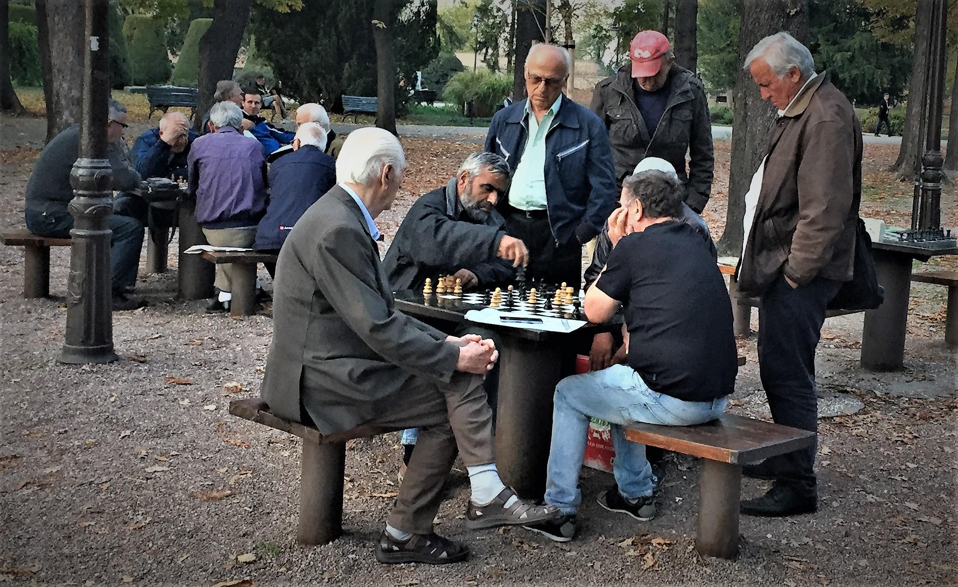 Kalemagda: In Frankreich Boules und hier Schach.