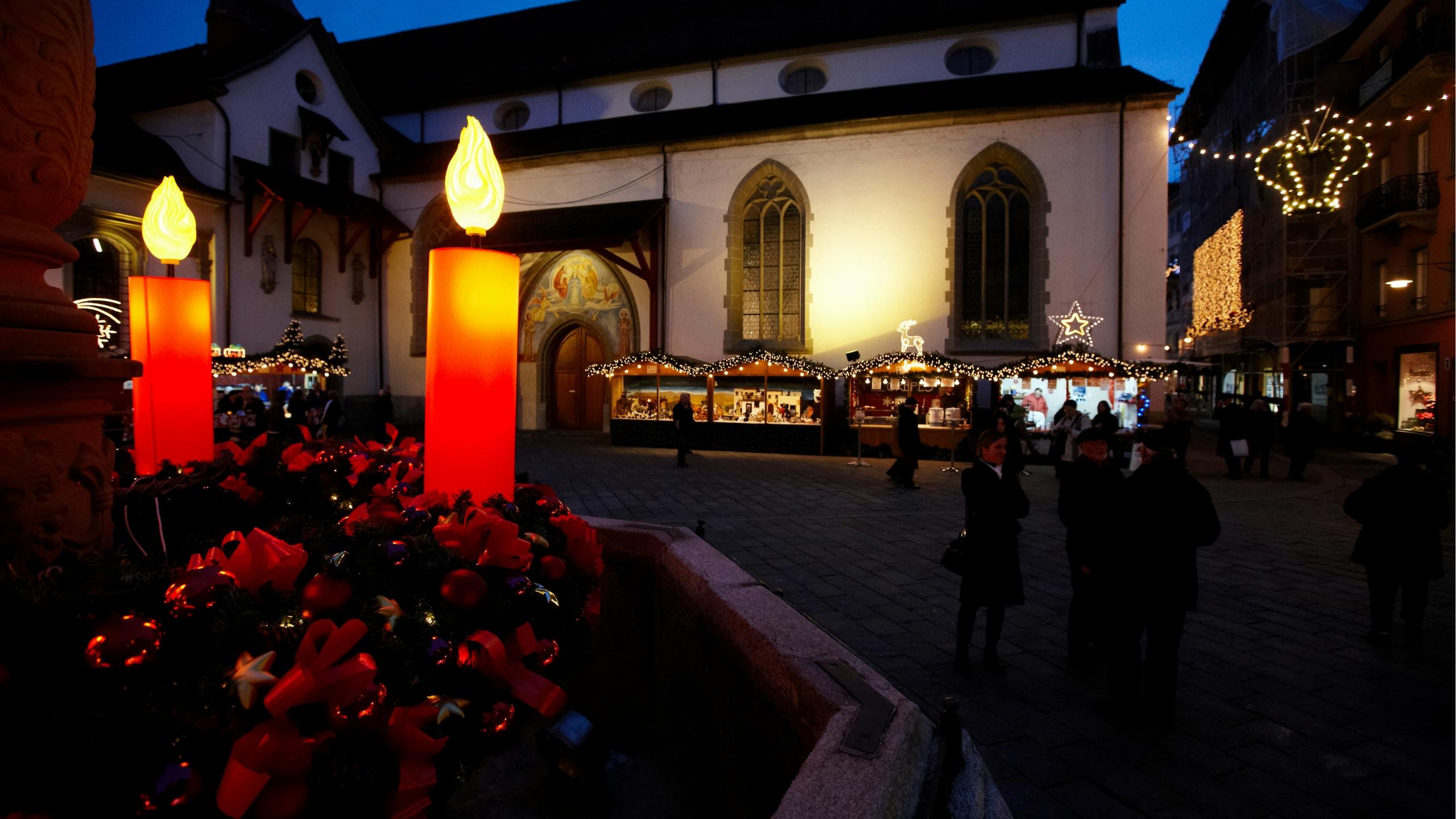 Der Adventskranz mit 3 Meter Durchmesser am Luzerner Weihnachtsmarkt