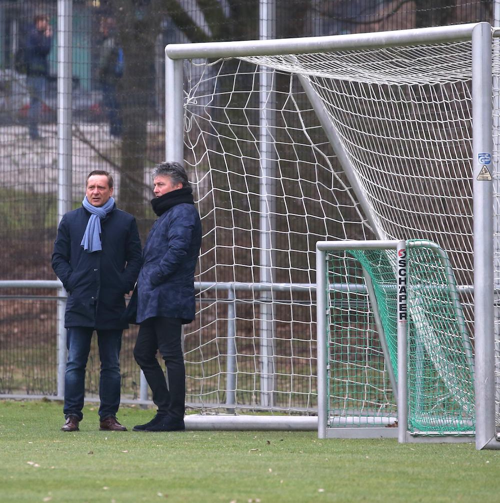 Das Runde muss ins Eckige: Sportmanager Horst Heldt und Sportaufsichtsrat Martin Andermatt.
