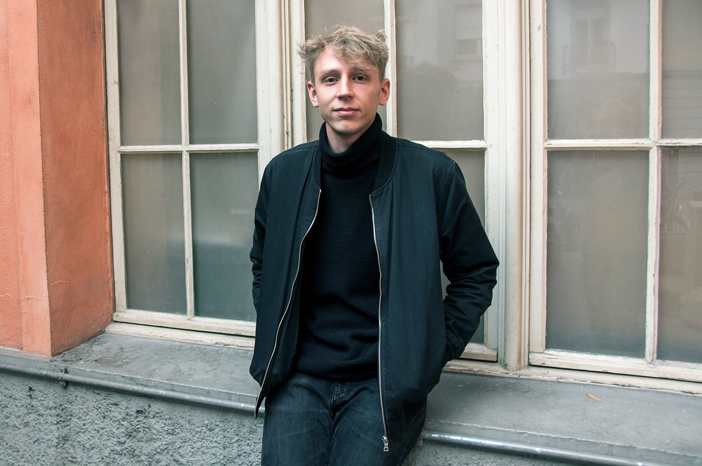 Denkt wohl auch in diesem Moment gerade an Musik: Sänger und Gitarrist Sebastian Meyer.