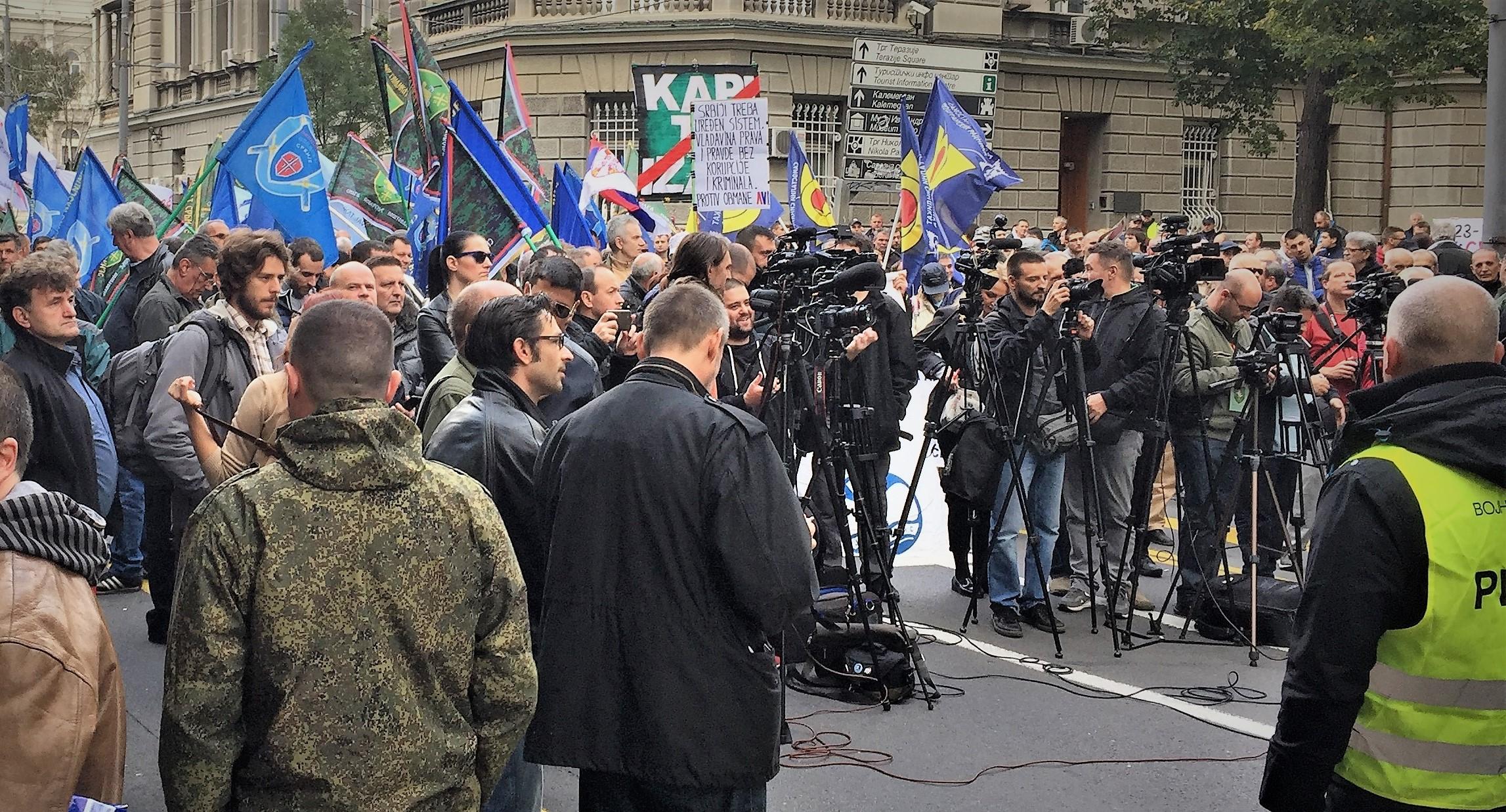 Ulica Kralja Milana: Demonstriert wird oft und lautstark, besonders in der Nähe des Parlaments.