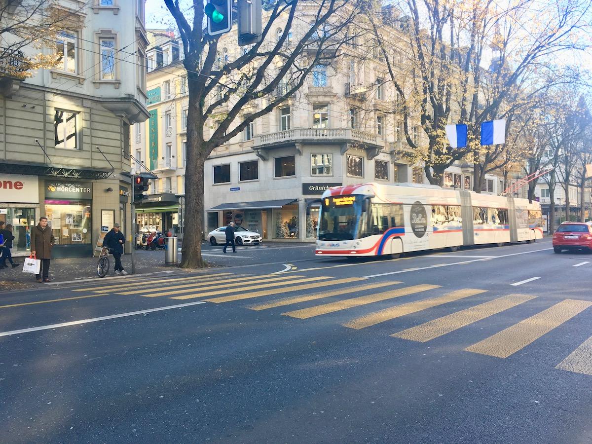 Die Busspur auf der Pilatusstrasse in Luzern: hier kam es 2015 zum tödlichen Unfall.