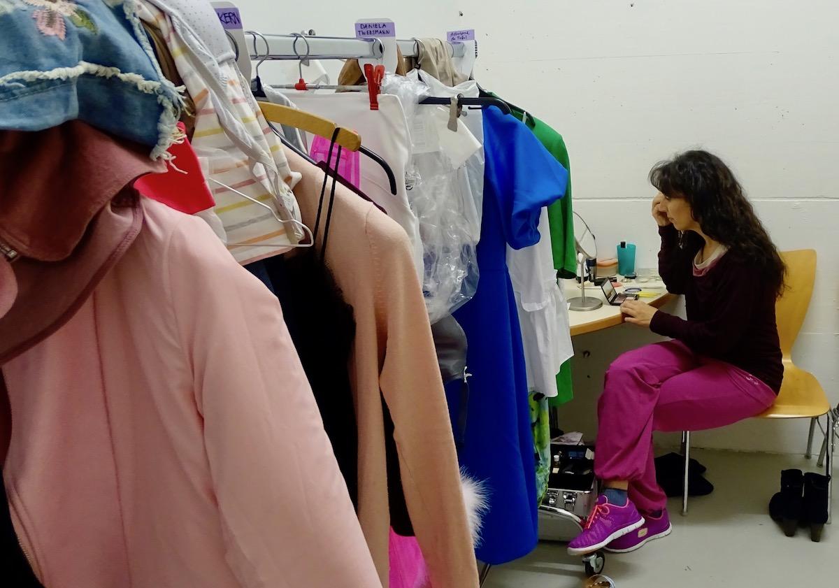 Die Garderoben sind voller Kostüme.
