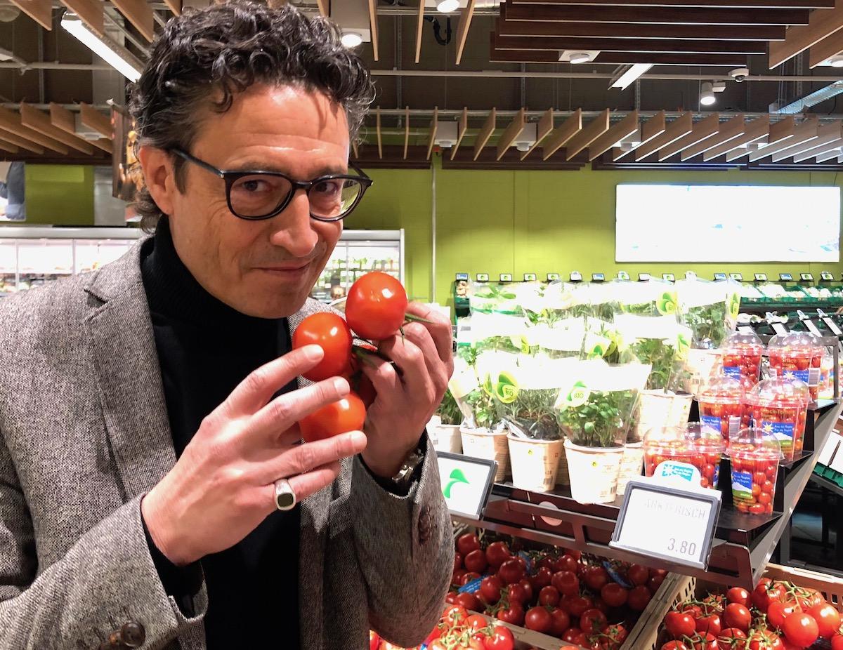 Tomatentest: Georges T. Roos hält das Gemüse zwar für schön bunt– aber leider wenig geschmackvoll.
