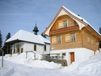 Sankt Jost: Verschneite Bergbeiz in der Nähe des Ratenpasses.