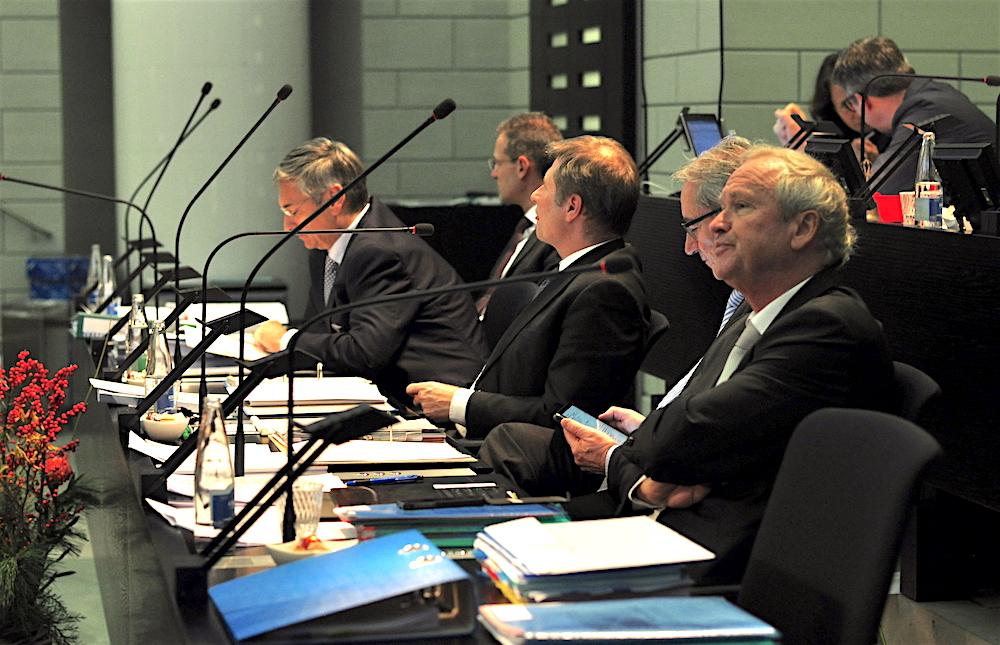 Die Luzerner Regierung (von links: Guido Graf, Reto Wyss, Marcel Schwerzmann, Robert Küng und Paul Winiker) an der Dezembersession im Kantonsrat.