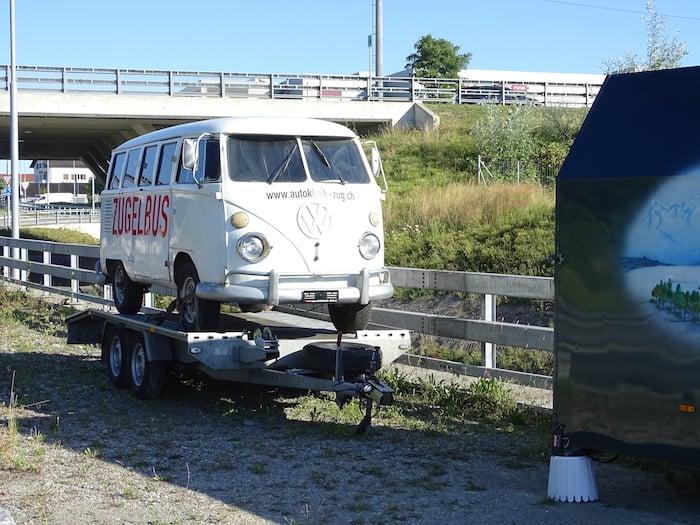 Ein hübscher VW-Bus liess die Hipster-Herzen bei der Autobahneinfahrt Lindencham schmelzen.