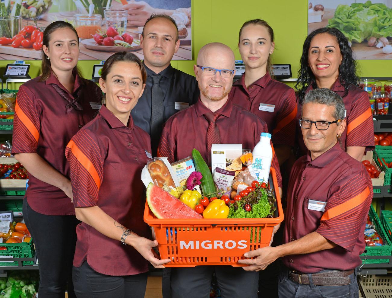 Meyer ist stolz auf sein Personal: Teamfoto der Waldstätter Migros-Filiale.
