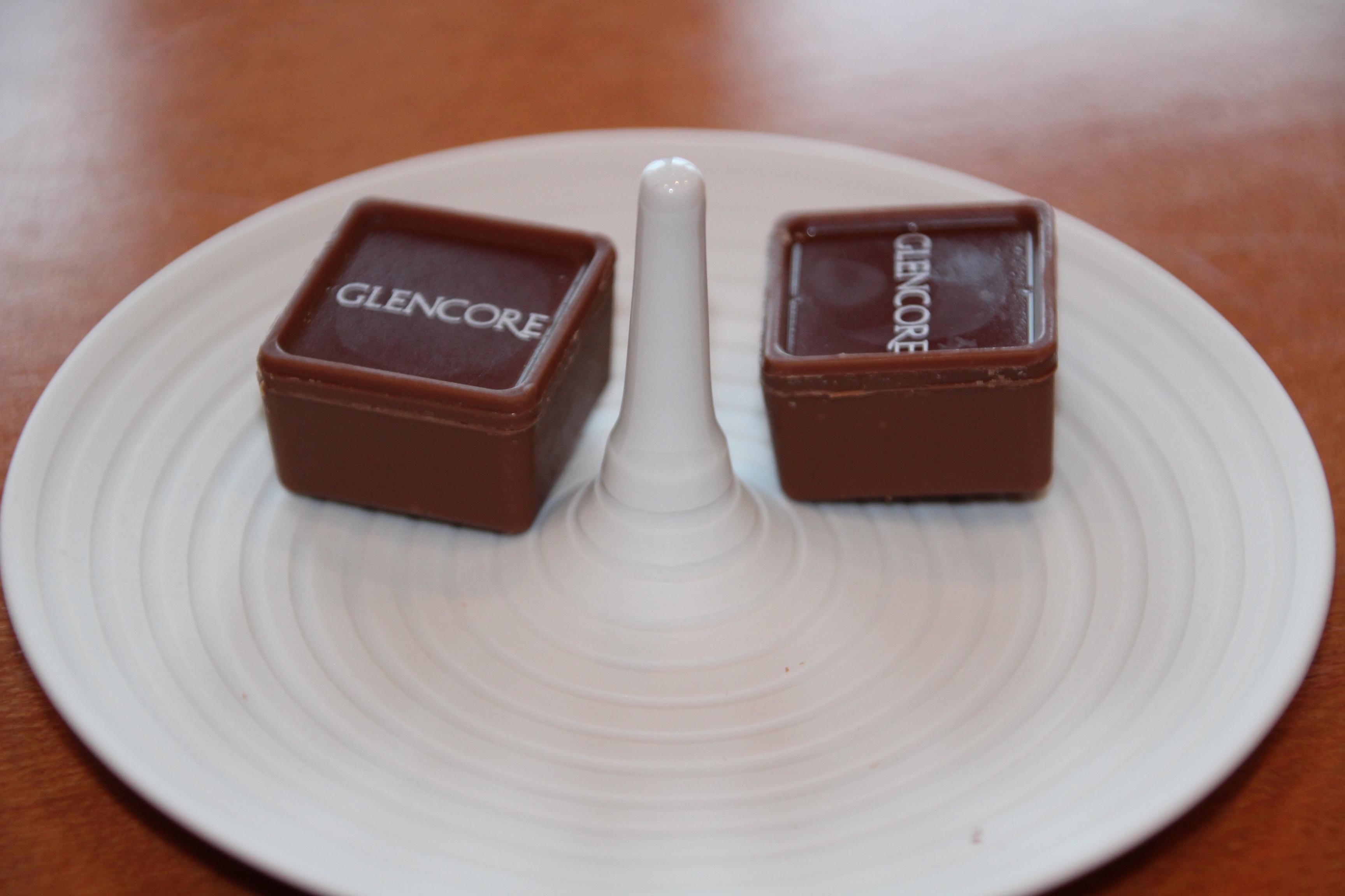 Früher gab's bei Glencore in Sachen Kommunikation höchstens ein paar Brocken Englisch. Nun wird leckeres Konfekt aufgetischt.
