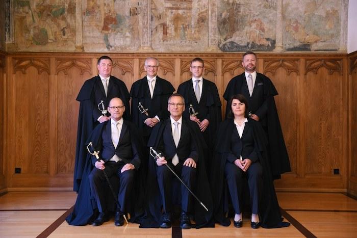 Der Regierungsrat von Appenzell Innerrhoden zeigt sich konservativ und beständig. Die Umhänge bleiben Jahr für Jahr, der Hintergrund auch.