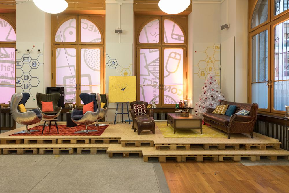 Die Sofa-Ecke des Coworking Spaces.