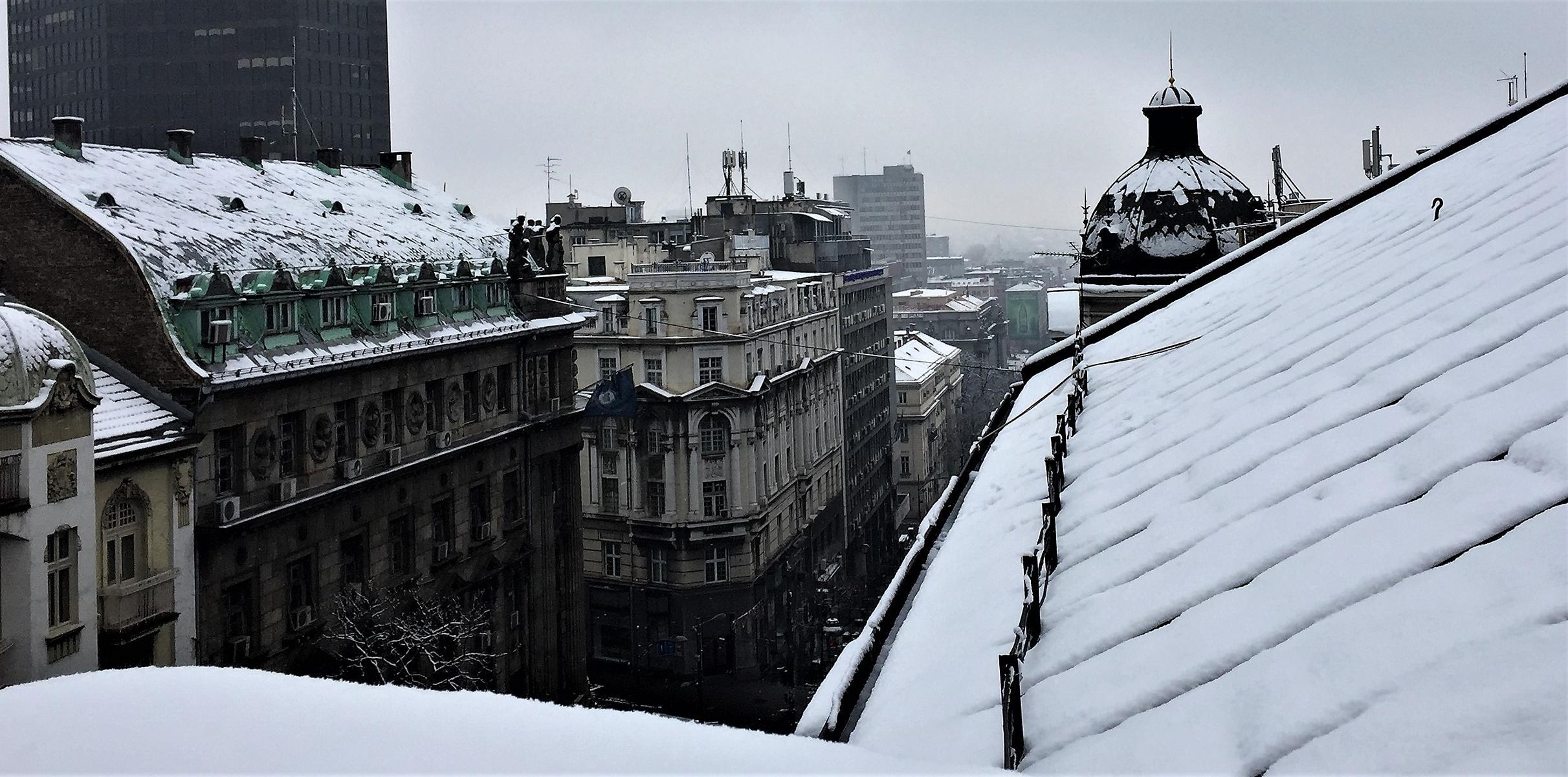 Von meinem Balkon aus, schaue ich in den Schnee - aber nur kurz: Schon wieder ist er weg.