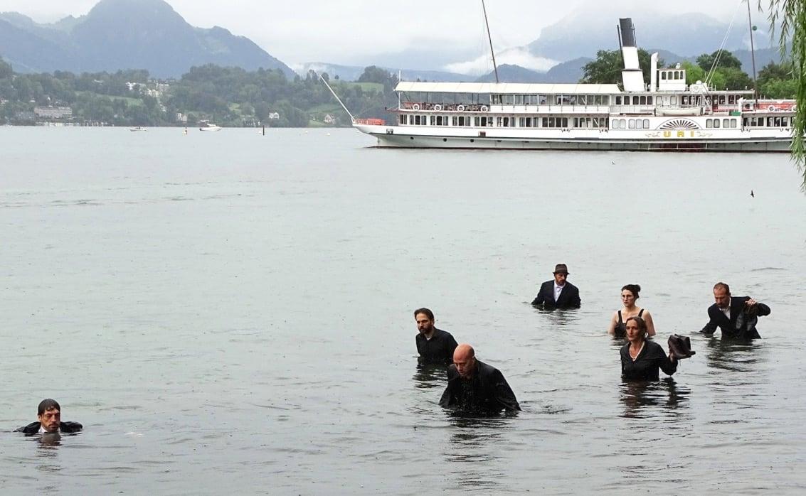 Damit die Kultur nicht baden geht: Kulturschaffende bei einer Protestaktion im August gegen die kantonalen Sparmassnahmen.