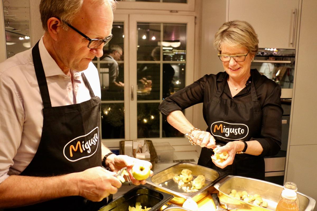 Gemeinsam mit der FDP-Nationalrätin Corina Eichenberger kocht Peter Hegglin beim Gourmet-Menü mit.