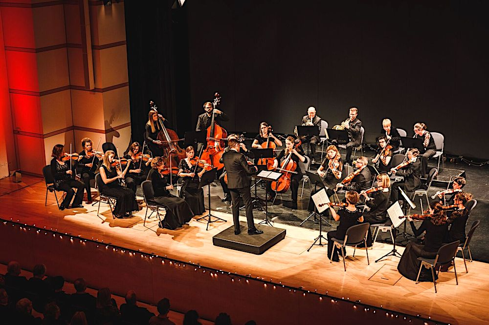 Festlicher Rahmen: Die Zuger Sinfonietta im Chamer Lorzensaal.