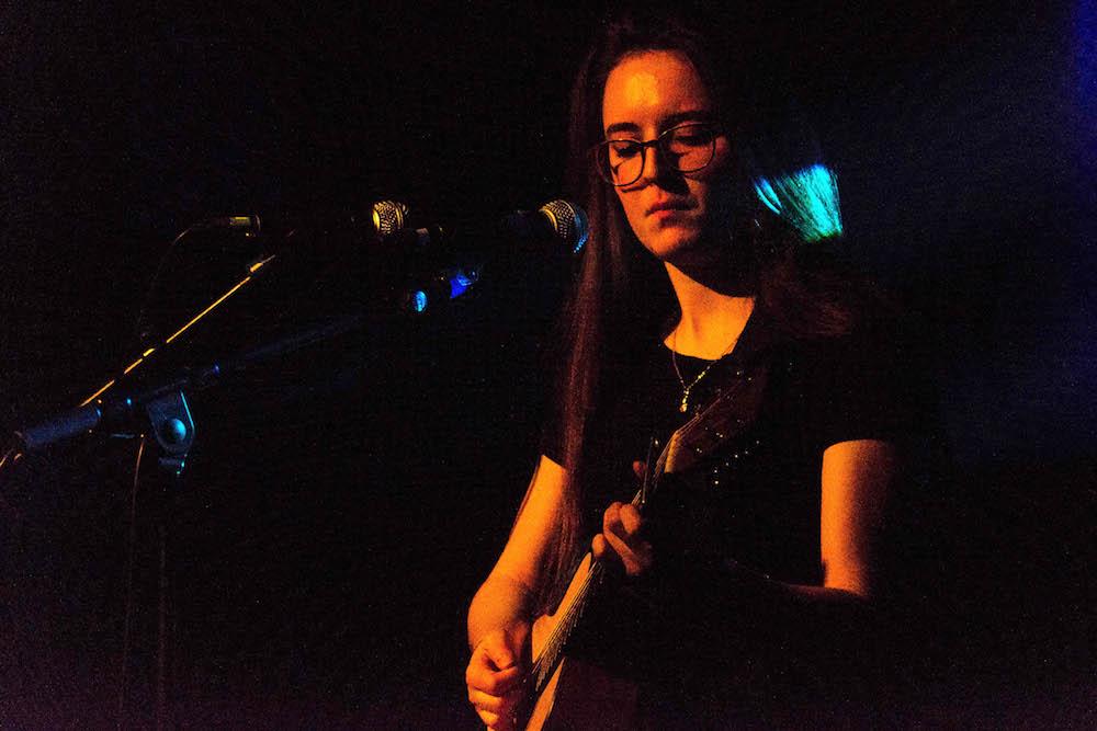 Auch der Eröffnungs-Act, Singer-Songwriterin Veronica Fusaro, kam beim Schüür-Publikum gut an.