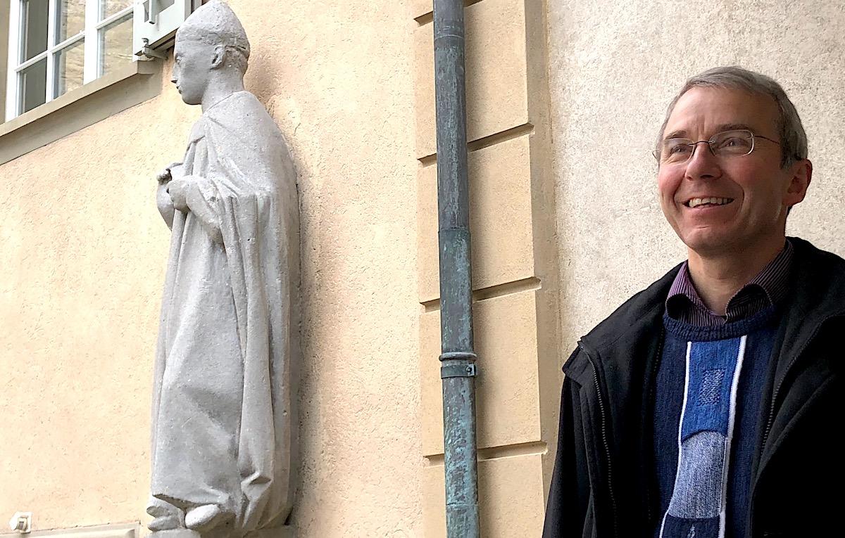 St. Leodegar, der Schutzheilige der Stadt Luzern, bewacht das Pfarrhaus von Ruedi Beck.