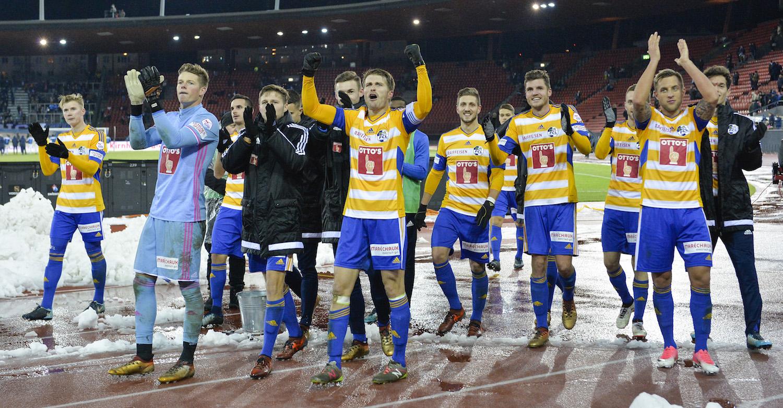 Die FCL-Spieler jubeln nach dem Sieg gegen den FCZ.